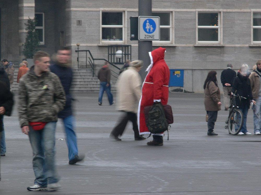 ein deplazierter Weihnachtsmann
