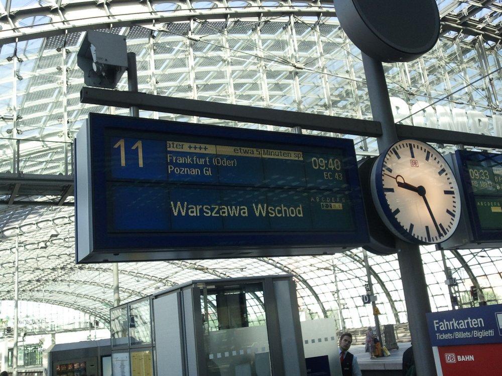 warten auf den Berlin-Warschau-Express