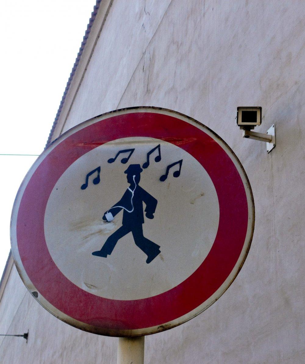 Prag Eintrag 2, So. 17:18, auf einem Platz in Mala Strana.
